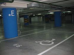 розмітка для інвалідів на парковкі